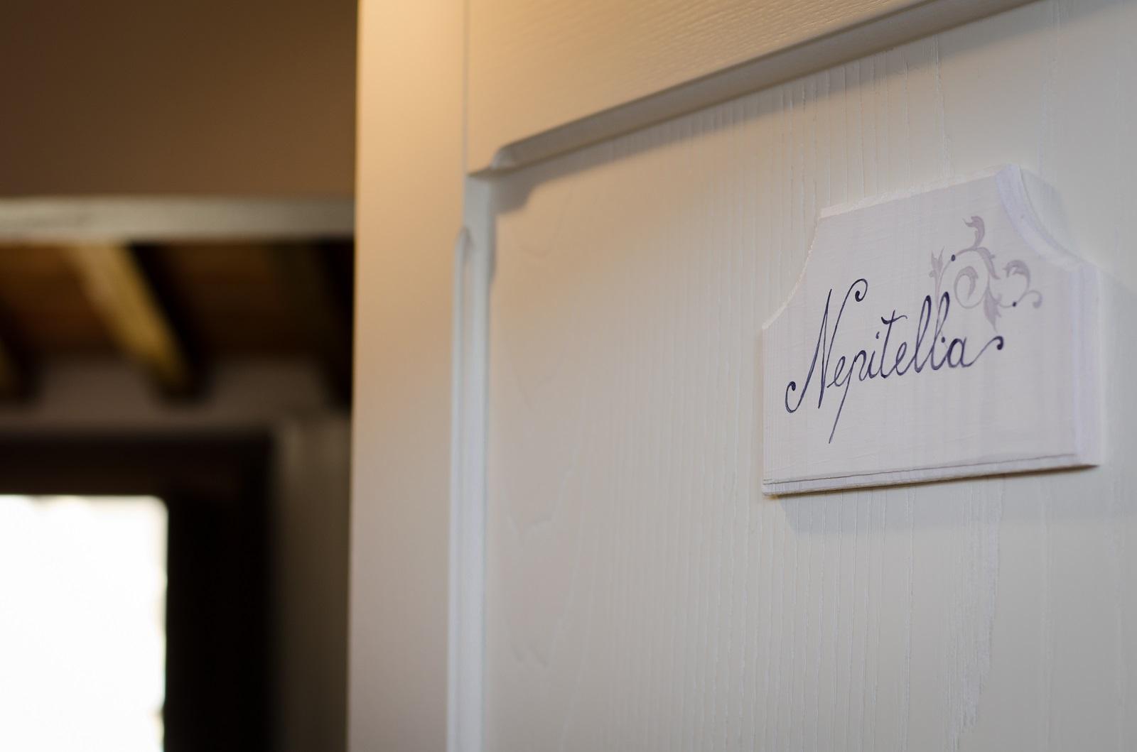 Nepitella camera con bagno privato dimora dellerbe